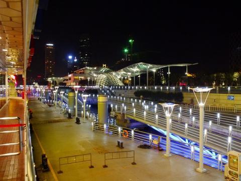 上海の新フェリーターミナル